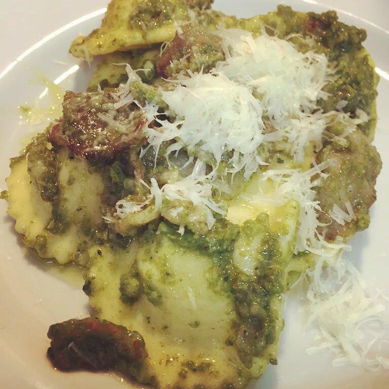 Ravioli di patate e caciocavallo podolico con crema di broccoli e guanciale croccante di maiale nero